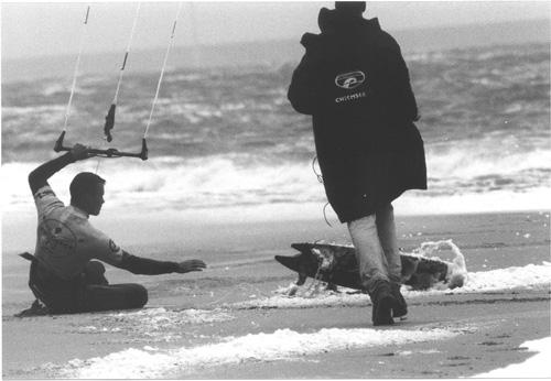 Kitesurfen in de winter. Hoe houd je het warm?