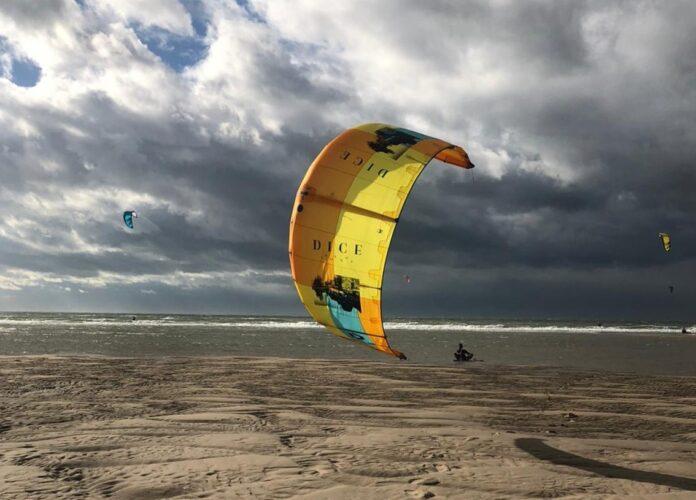 Kitesurf-uitrusting in orde maken