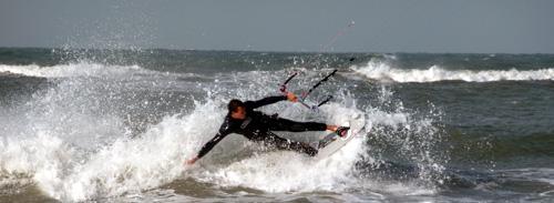 Leren kitesurfen op zee