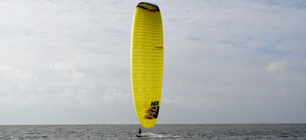 kitesurfen-jamie-overbeek-kitefoil-hydrofoil-ozone