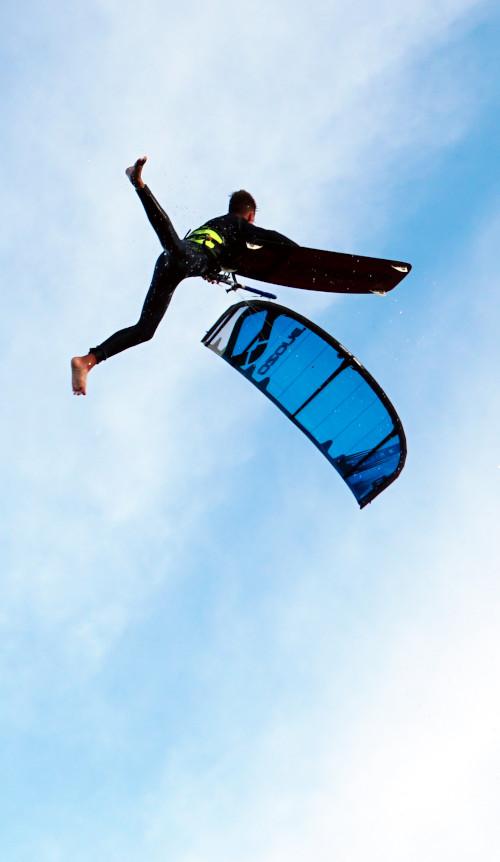 kitesurfer-jamie-overbeek-big-air-kitesurfen-boardoff