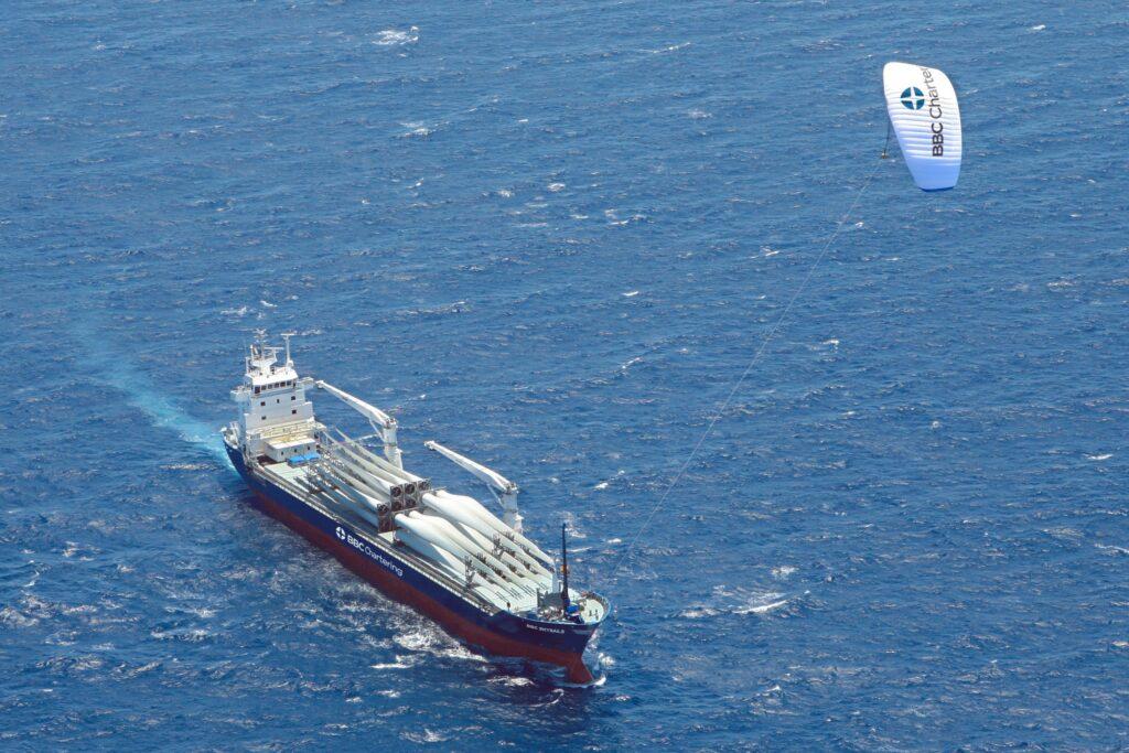 sky-sails-kiteboat-door-kites-aangedreven-boten