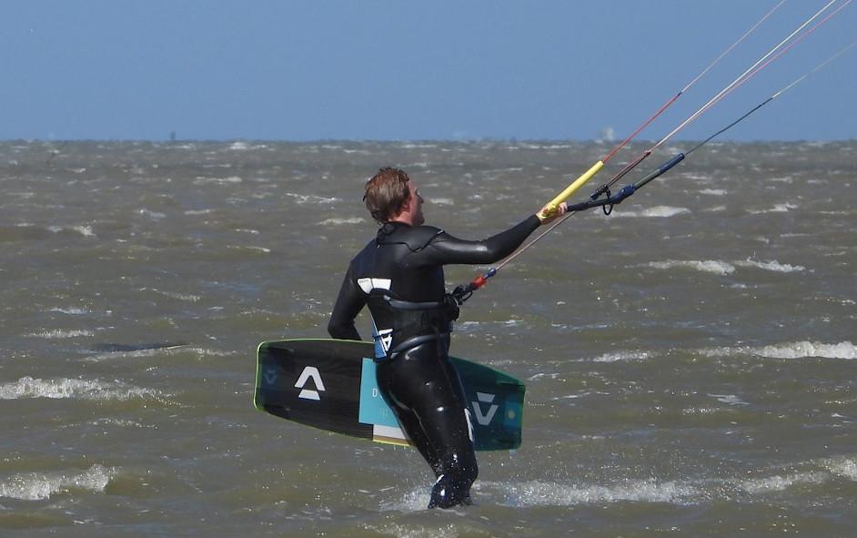 Beginnen met kitesurfen leren kitesurfen met kitesurfles
