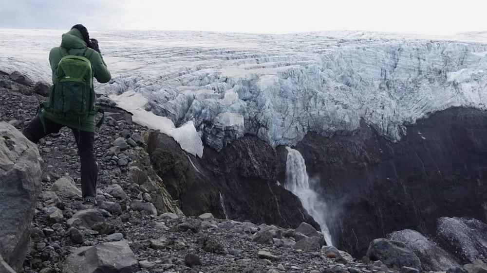 Kitesurfen-in-een-vulkaankrater-op-IJsland-met-Roderick-Pijls