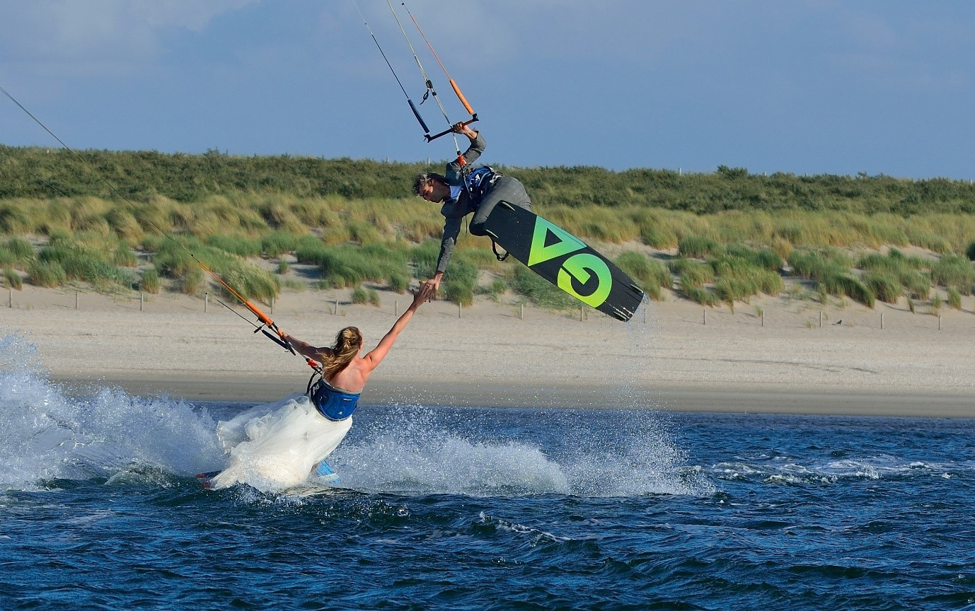 kitesurf-fotograaf-patrick-van-der-ven-zandmotor-kijkduin-bruiloft